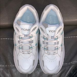NWOT Vionic Womens Walker Shoes